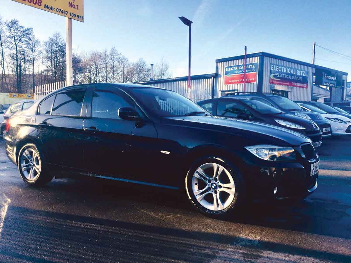 2009 BMW 318i ES 2.0 Black Alloys AC 6 Speed 4 Door 2 Owners Fully Serviced - Years MOT 76,000 miles PX59NCO